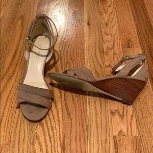 Nine West tan heels, size 8